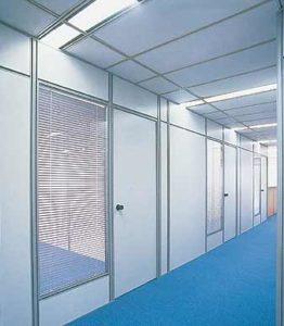 Instalação de divisória em PVC